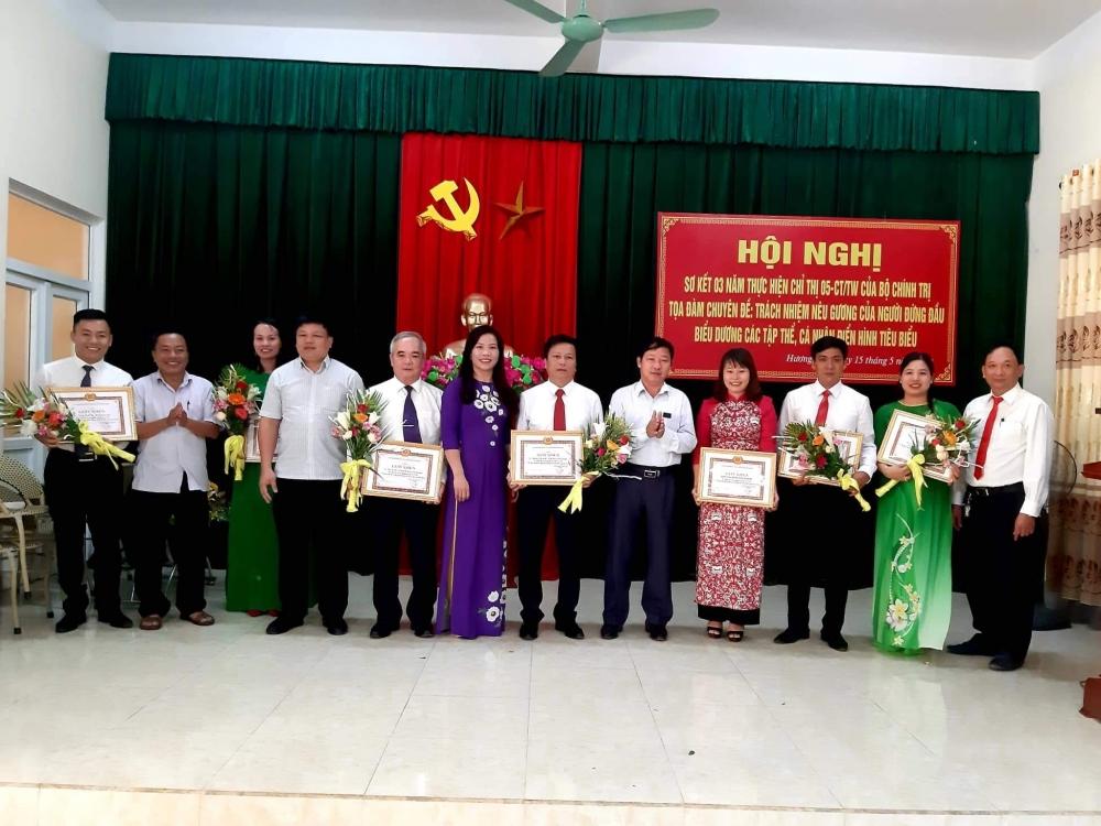 Đảng bộ Cơ quan Khối dân vinh danh 02 tập thể và 06 cá nhân  học tập và làm theo tư tưởng đạo đức, phong cách Hồ Chí Minh