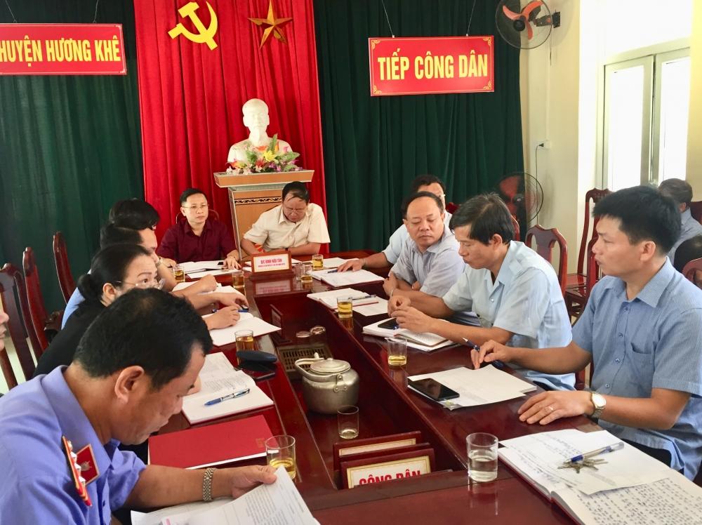 Đồng chí Bí thư Huyện ủy đề nghị lãnh đạo các xã Hương Trạch, Hương Giang và Hương Liên phối hợp giải quyết dứt điểm trong tháng 6 các vụ việc công dân khiếu nại.