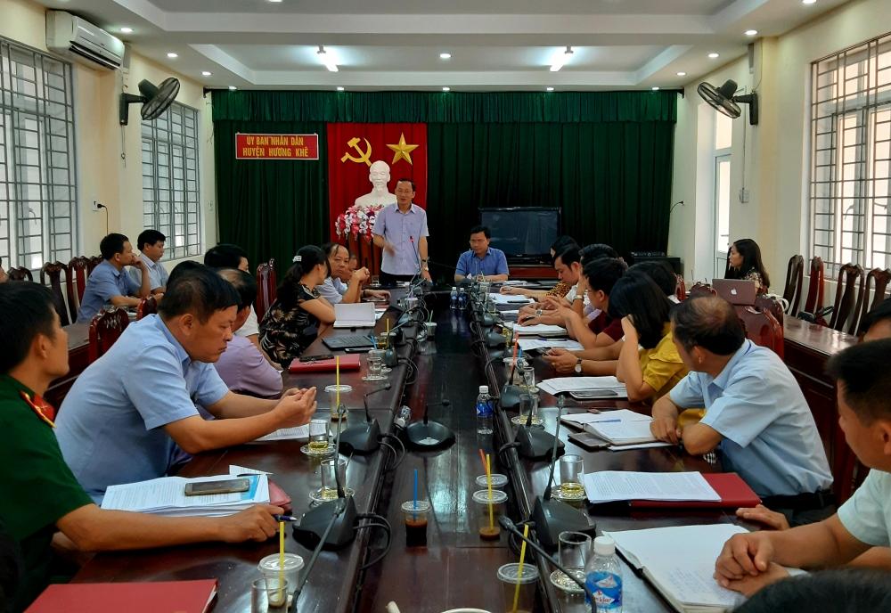 Tổ đại biểu Hội đồng nhân dân tỉnh bầu tại Hương Khê thảo luận trước  kỳ họp thứ 10 HĐND tỉnh khóa XVII.