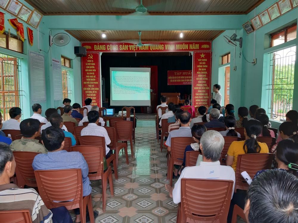 Hương Khê tập huấn công tác bảo vệ môi trường  trong khu dân cư và phân loại rác thải