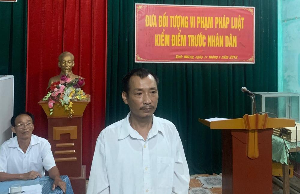 Công an Hương Khê phối hợi với xã Hương Vĩnh kiểm điểm đối tượng có hành vi vi phạm pháp luật trên địa bàn.