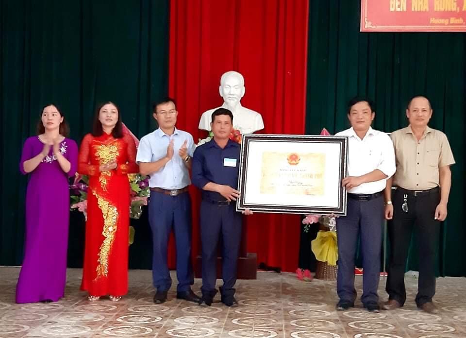 Đón nhận Di tích lịch sử cấp tỉnh: Đền Nhà Rồng xã Hương Bình.