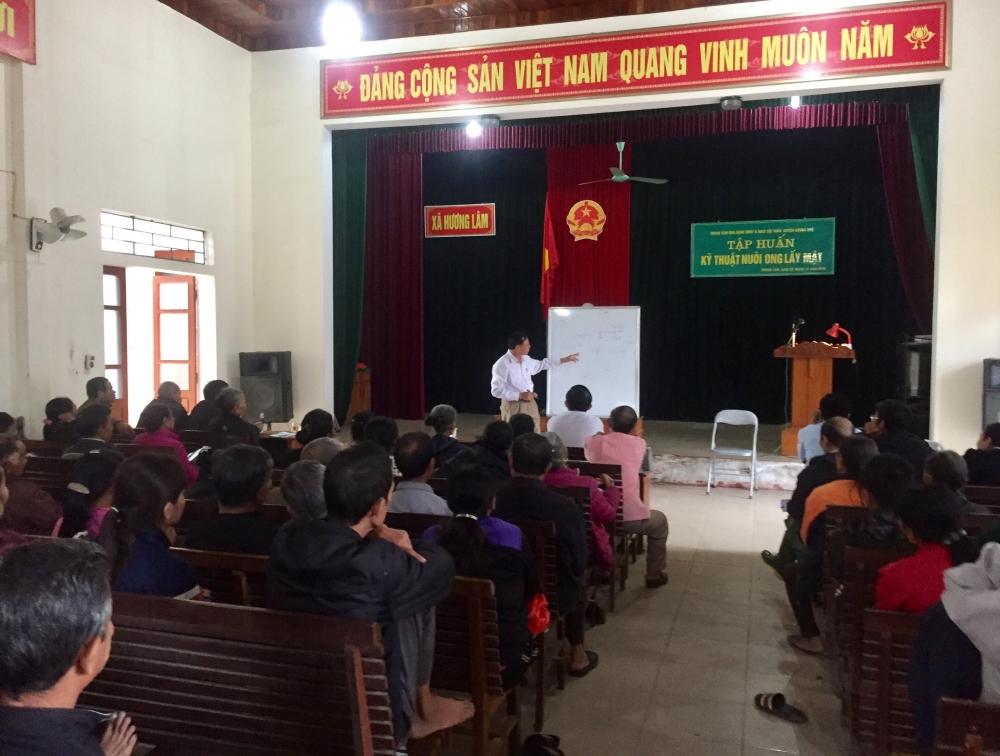 74 hộ nghèo, cận nghèo xã Hương Lâm được tham gia chương trình tập huấn kỹ thuật nuôi ong