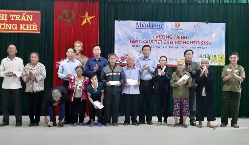 400 hộ nghèo Hương Khê được nhận quà từ Tạp chí Nhà đầu tư và Quỹ Thiện Tâm Tập đoàn Vingroup