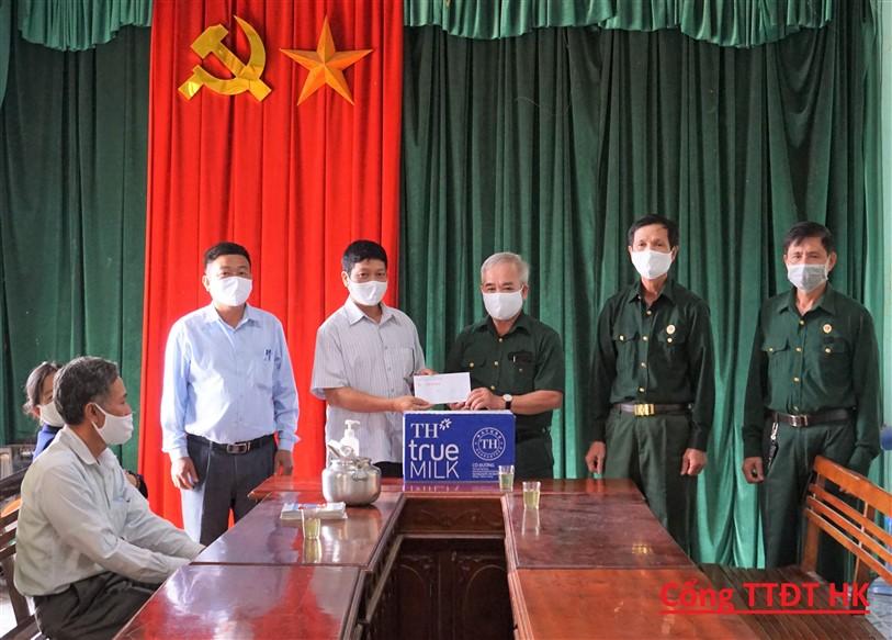 Hội CCB Hương Khê: vận động hội viên quyên góp 15 triệu đồng phục vụ công tác phòng, chống dịch bệnh Covid-19.