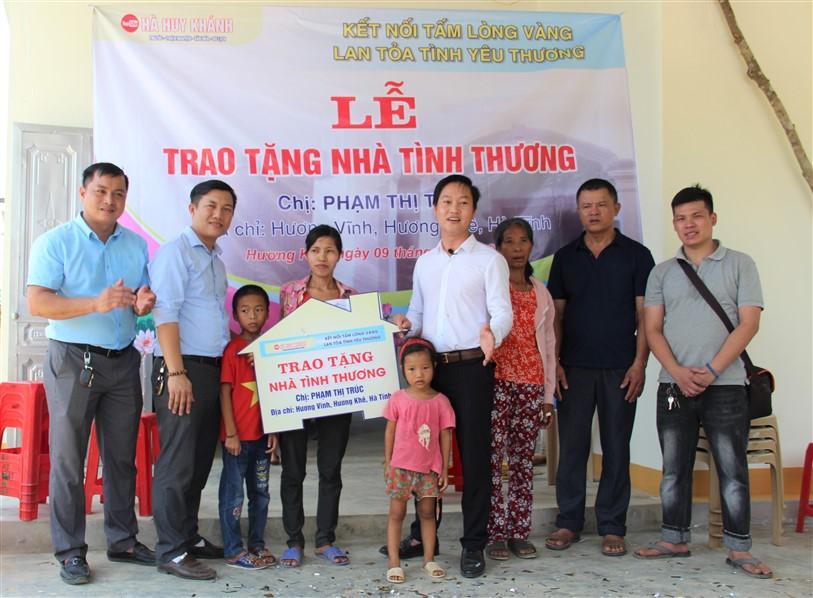 Bàn giao nhà tình thương cho gia đình có hoàn cản đặc biệt khó khăn ở Hương Vĩnh