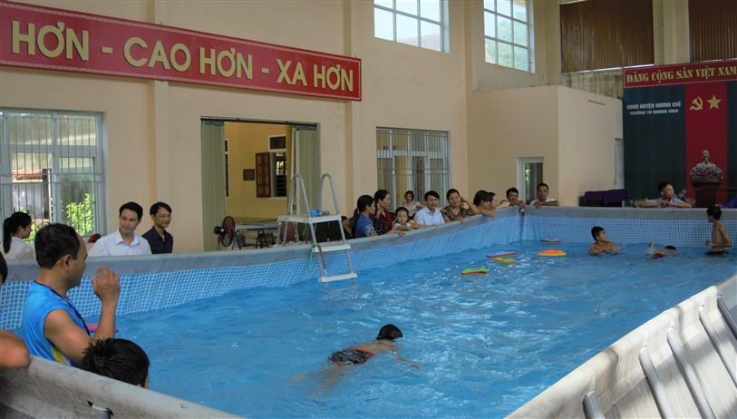 """Trường Tiểu học Hòa Hải vàTiểu học Hương Vĩnh: Phát động """" Ngày hội trẻ em, học sinh học bơi"""""""