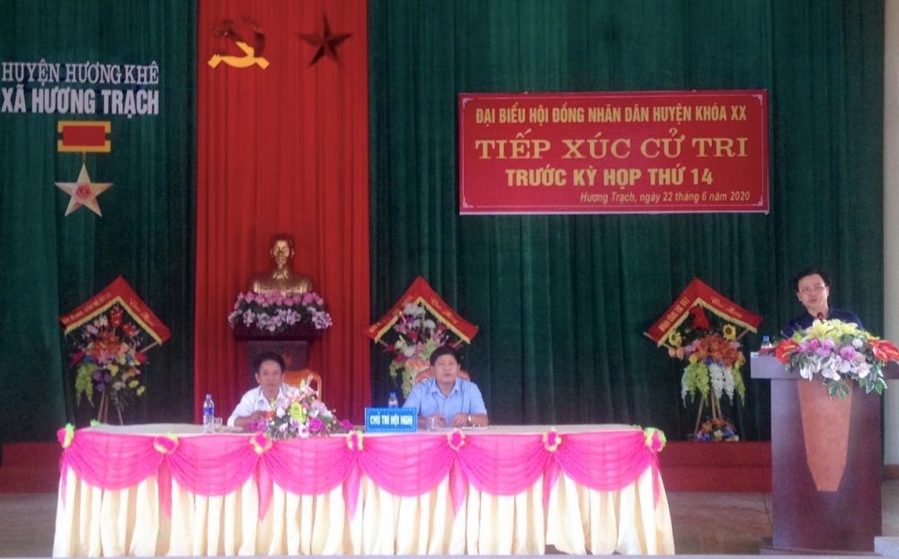 Chủ tịch UBND huyện tiếp xúc cử tri xã Hương Trạch trước kỳ họp thứ 14, HĐND huyện khóa XX