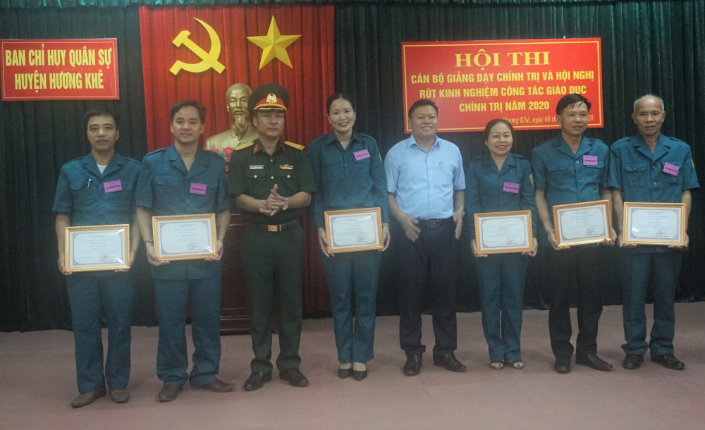 Đồng chí Trần Thị Hồng Thắm, Bí thư Đảng ủy xã Hương Đô đạt giải nhất Hội thi cán bộ giảng dạy chính trị năm 2020