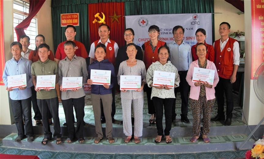 Hỗ trợ sinh kế cho 15 hộ dân là nạn nhân bom mìn ở Hương Khê