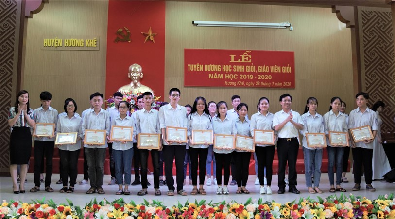 Hương Khê tuyên dương 150 giáo viên, học sinh giỏi năm học 2019 - 2020