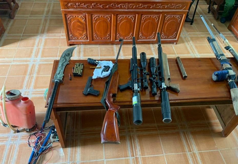 Công an huyện Hương Khê đẩy mạnh công tác thu hồi vũ khí, vật liệu nổ, công cụ hỗ trợ.