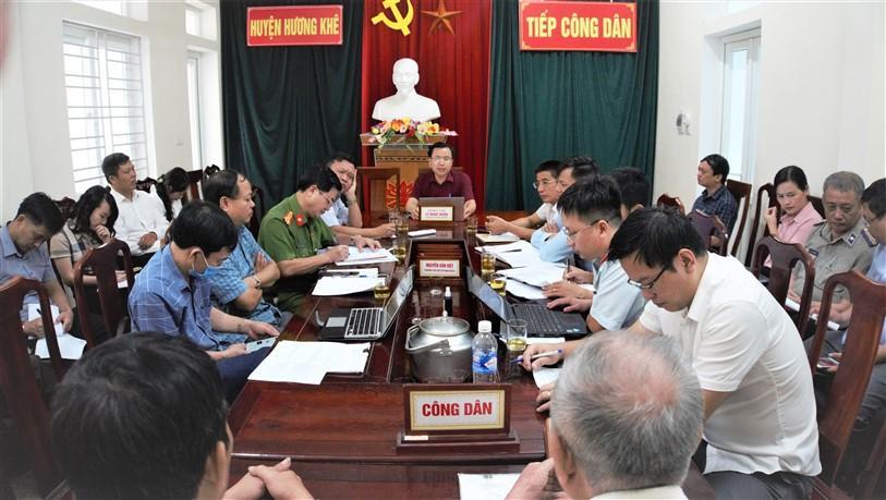Bí thư Huyện ủy tiếp công dân định kỳ tháng 8