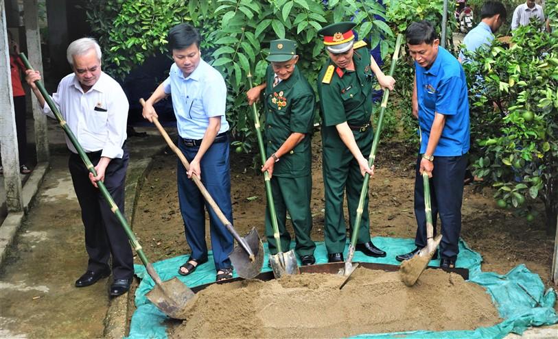 Bộ Quốc phòng hỗ trợ 80 triệu đồng xây nhà tình nghĩa cho Thương binh Lương Văn Hoa ở xã Phúc Trạch
