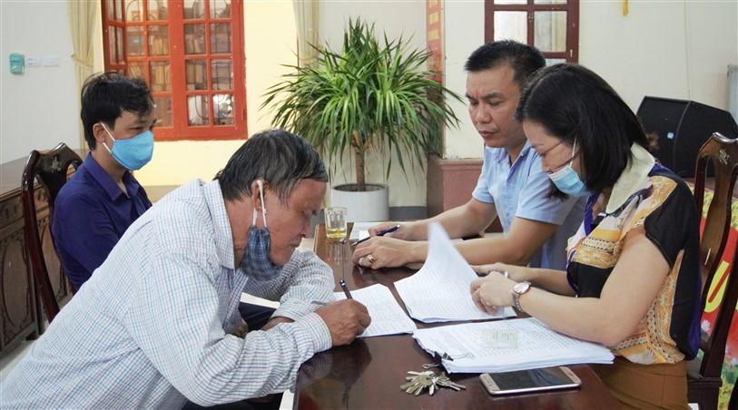 Hương Khê: Chi trả 276 triệu đồng cho 276 trường hợp khó khăn do đại dịch Covid-19