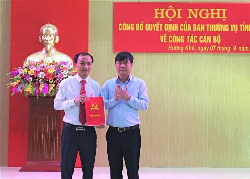 Hương Khê: Công bố Quyết định của BTV Tỉnh ủy về công tác cán bộ.