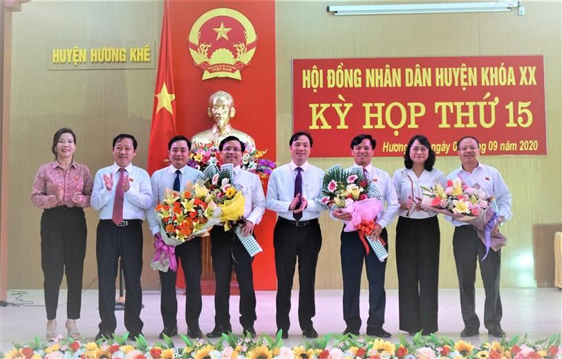 Hương Khê bầu các chức danh Chủ tịch, Phó Chủ tịch HĐND, UBND mới