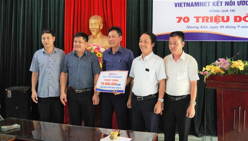 Báo VietNamNet trao 70 triệu đồng cho Trường THCS Chu Văn An