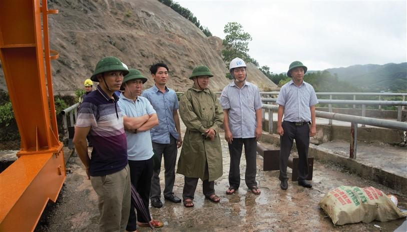Chủ tịch UBND huyện kiểm tra công tác phòng chống lũ lụt