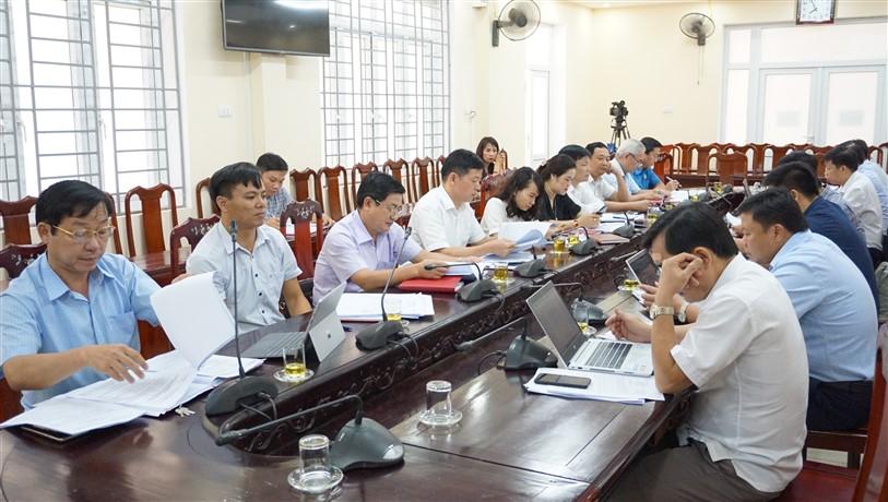 Thường trực HĐND huyện thống nhất thực hiện Tiểu dự án: Cải thiện cơ sở hạ tầng đô thị Hương Khê và hợp đồng 20 giáo viên tiếng Anh bậc Tiểu học.