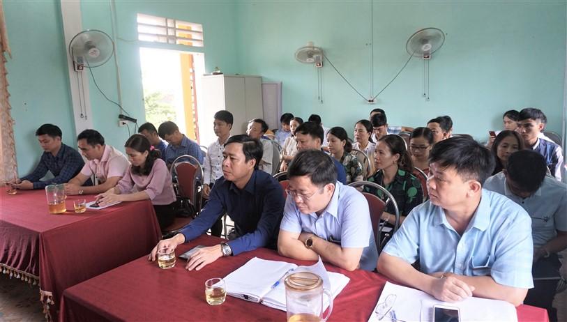 Khai giảng lớp đào tạo nghề sơ cấp chăn nuôi, thú y cho cán bộ cơ sở.