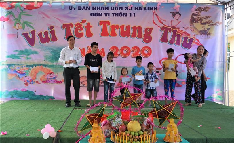 Phó chủ tịch Phan Kỳ, vui tết Trung thu cùng các cháu thiếu niên nhi đồng