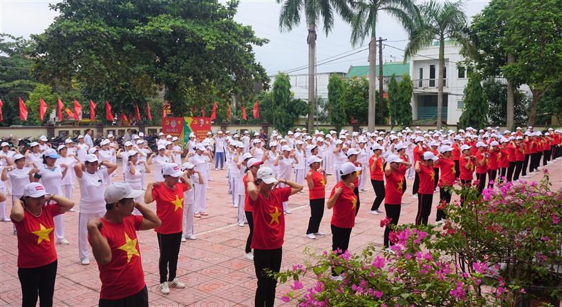 """240 Hội viên Người cao tuổi thị trấn tham gia đồng diễn """"Dưỡng sinh Thức vũ kinh"""""""