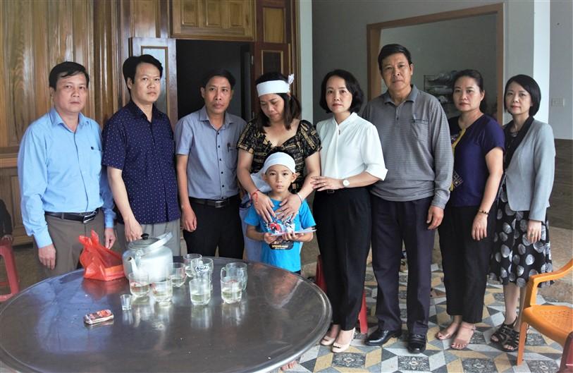 Tỉnh, huyện thăm hỏi hỗ trợ 3 gia đình ở Lộc Yên có người thân gặp nạn trên biển Quảng Trị