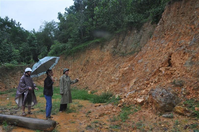 Xã Hương Lâm, Hương Liên cần khẩn trương sơ tán dân ra khỏi vùng nguy cơ sạt lỡ đất