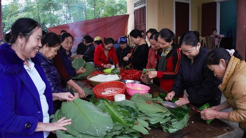 Phụ nữ Hương Khê: Nấu 3 nghìn chiếc bánh chưng ủng hộ đồng bào vùng lũ