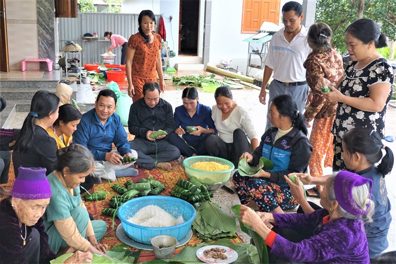 Hội Nông dân Hương Khê: ủng hộ đồng bào Cẩm Xuyên trên 3.000 chiếc bánh chưng