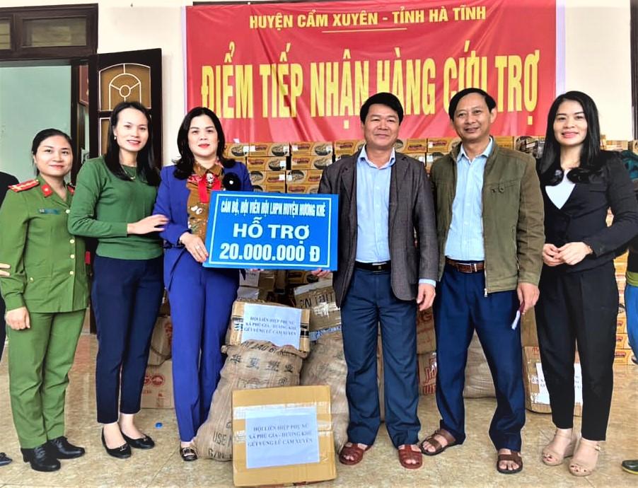 Hội LHPN Hương Khê: Nhiều món quà ấm lòng người dân vùng lũ