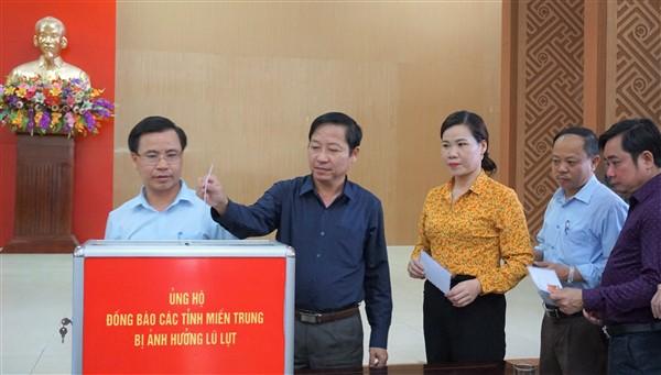 Hương Khê quyên góp trực tiếp 20 triệu đồng ủng hộ bà con vùng lũ