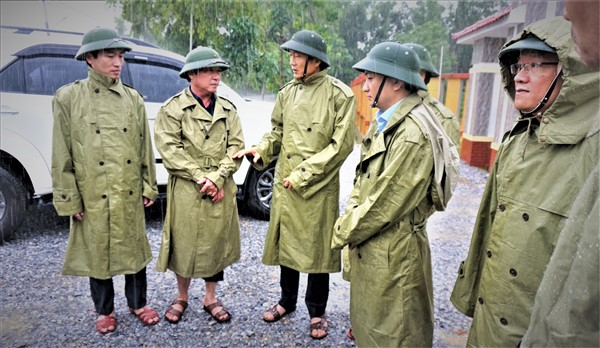 Phó chủ tịch UBND tỉnh Đặng Ngọc Sơn kiểm tra, chỉ đạo công tác ứng phó với mưa lũ ở huyện Hương Khê
