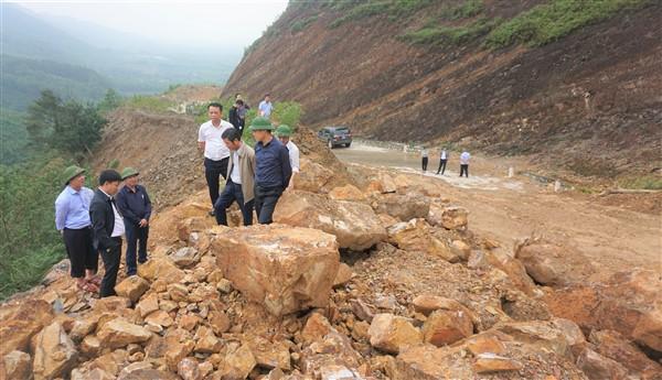Lãnh đạo tỉnh kiểm tra các công trình bị thiệt hại sau lũ tại Hương Khê.