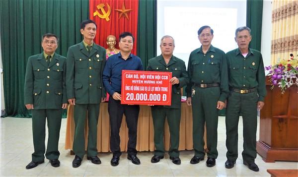 Hội Cựu chiến binh Hương Khê quyên góp 50 triệu đồng ủng hộ đồng bào trong và ngoài tỉnh bị thiệt hại do mưa lũ
