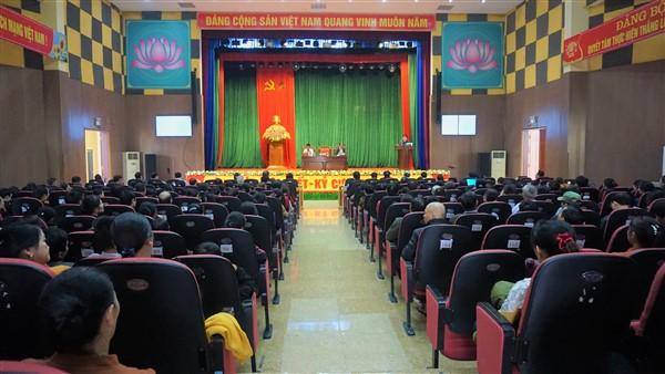 UBND huyện Hương Khê làm việc với các hộ kinh doanh tại chợ Sơn.