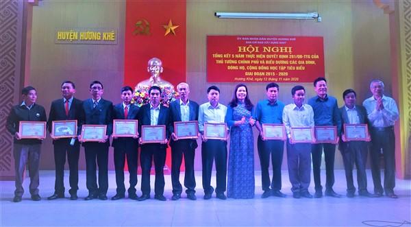 25 tập thể, cá nhân được khen thưởng trong 5 năm thực hiện QĐ 281 của Chính phủ về công tác Khuyến học.