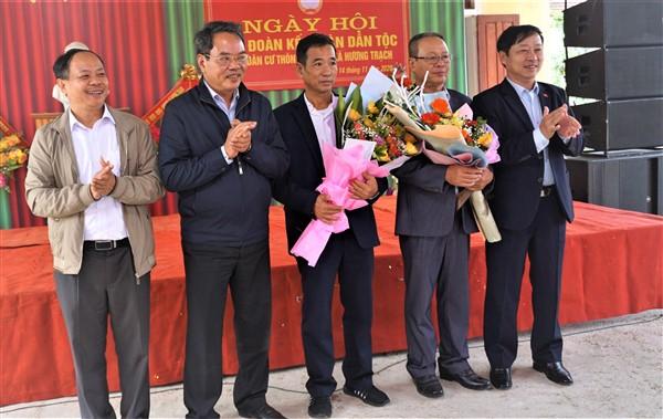 Ông Nguyễn Đình Hải -Bí thư Đảng ủy khối các Cơ quan và Doanh nghiệp Hà Tĩnh dự ngày Đại đoàn kết tại huyện Hương Khê.