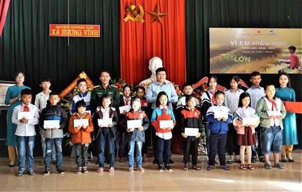 Tập đoàn Công nghiệp Viễn thông Quân đội trao 40 suất học bổng cho học sinh Hương Khê