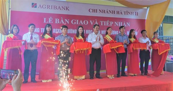 Agri Bank Hà Tĩnh II bàn giao nhà học 3 tỷ cho Trường Tiểu học Điền Mỹ.