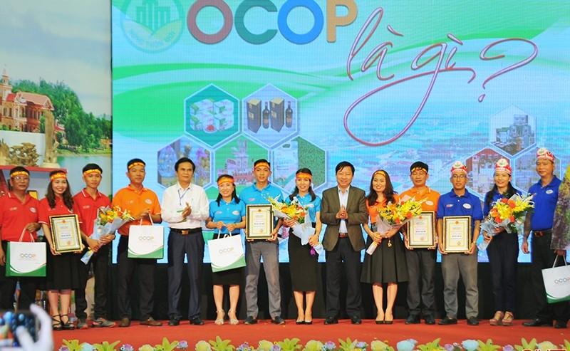 """Xã Hương Bình, Hương Liên đạt giải nhất cuộc thi """"OCOP là gì?"""""""