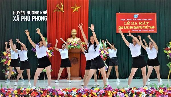 Hội LHPN Phú Phong ra mắt CLB Dân vũ.