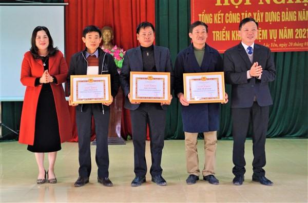 Đồng chí PBT TT Huyện ủy dự phát biểu chỉ đạo tại hội nghị tổng kết công tác xây dựng Đảng xã Lộc Yên.