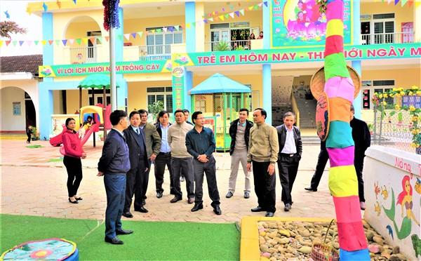 BCĐ xây dựng NTM huyện làm việc với cán bộ cốt cán xã Hòa Hải