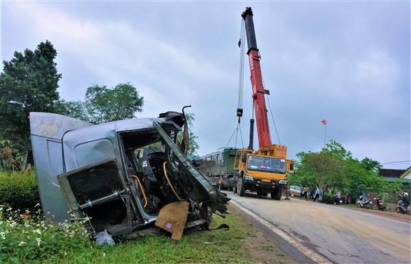 Hương Khê: Hai xe đầu kéo đối đầu hư hỏng nặng, một người bị thương
