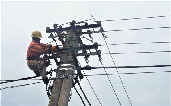 """Điện lực Hương Khê thực hiện Chương trình """"5S"""" đảm bảo an toàn, tiết kiệm điện."""