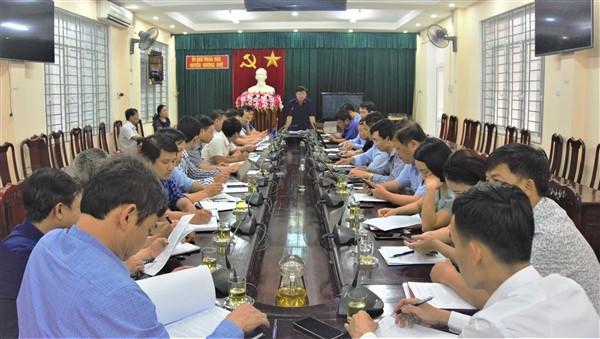 Lãnh đạo huyện làm việc với Phòng NN&PTNT và Trung tâm ƯDKHKT&BVCT,VN huyện về nhiệm vụ trong thời gian tới.