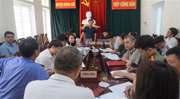 Bí thư Huyện ủy và Chủ tịch UBND huyện tiếp 5 công dân tại phiên tiếp công dân định kỳ tháng 4