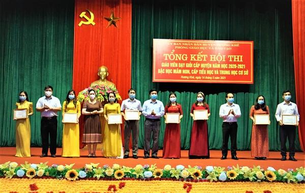 Hương Khê khen thưởng 190 giáo viên giỏi cấp huyện năm học 2020– 2021